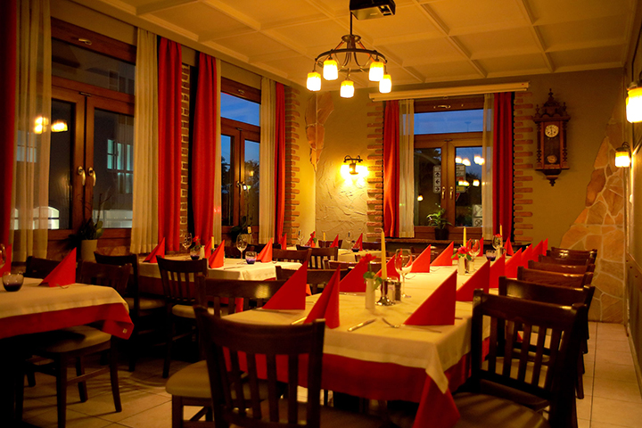Restaurant Rossini Innenbereich Esstische